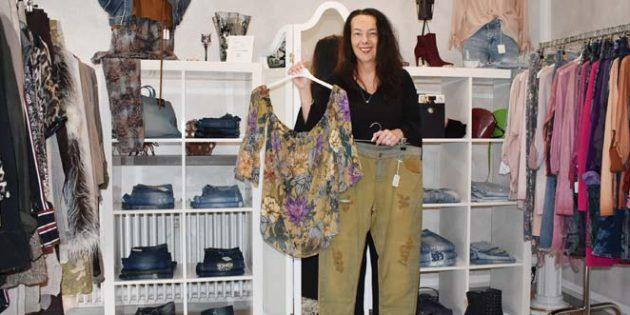 Mit Mode aus Italien und Frankreich setzt Boutique-Leiterin Carmen Becker in der Boutique Choudalakis zu jedem Anlass elegante Akzente.Foto: Florian Helfert