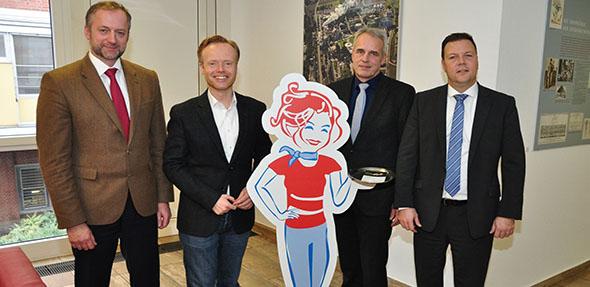 Von links: Dr. Georg Vierling (Vorsitzender des Verbandes der Hessisch-Pfälzischen Zuckerrübenanbauer), MdB Jan Metzler, Klaus Schwab (Werksleiter) und Dr. Volker Proffen (Manager für Nachhaltigkeit und Public Affairs bei Südzucker). Foto: Christian Lang