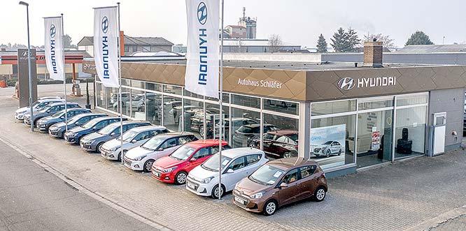 Beim Autohaus Schläfer in der Forsthausstraße 14–16 in Bürstadt wurden rd. 300.000 Euro in den Umbau investiert. Auf 4.000 m2 Betriebsgelände finden sich jetzt u.a. eine Werkstatt mit neuester Technik, Dialogannahme und 3D-Vermessungstechnik.