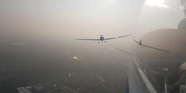 Schönes Wetter zu Saisonbeginn. Blick von einem Segelflugzeug im Flugzeugschlepp. Foto: Philipp Tecklenburg