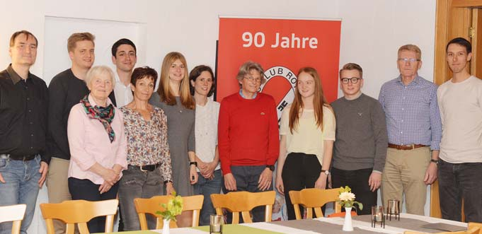 Florian Lenz, Marius Gramlich, Heidi Sauer, Julian Djabarian, Hildegard Kienzle, Lisa Anthofer, Birgit Heppel, Michael Döppert, Anne Graumann, Marvin Schäfer, Theo Reiß und Lukas Gaedt (von links).