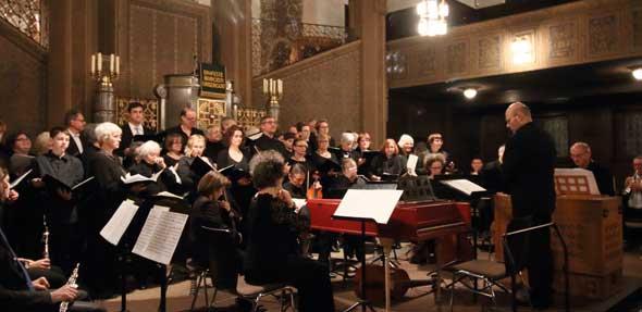 Chor der Lutherkirche unter der Leitung von Kantor Christian Schmitt.