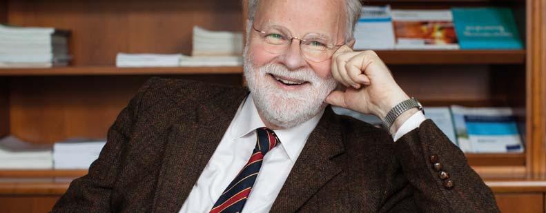Dr. Manfred Lütz ist Psychiater, Psychotherapeut und Theologe. Er ist Chefarzt des Alexianer-Krankenhauses in Köln und Autor mehrerer Bestseller. Darüber hinaus ist Lütz Kabarettist und nimmt als Autor in mehreren überregionalen Zeitungen regelmäßig zu aktuellen Themen Stellung. Foto: Random House/Amanda Berens
