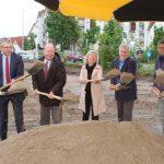Nach letzten Hochrechnungen wird das Projekt um die 4 Mio. Euro kosten. 2,26 Mio. Euro hiervon finanziert sie Gemeinde über ein günstiges Darlehen der Investitions- und Strukturbank des Landes Rheinland-Pfalz.