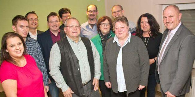 Robert Geiser (vorne Mitte) im Kreise der Christdemokraten, für die der parteilose Kandidat antritt.