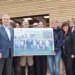 Gleich zwei besondere Anlässe: Der Freundeskreis Tiergarten Worms e.V. feiert sein 25-jähriges Jubiläum und die Einweihung des Erweiterungsbaus der Tiergartenschule. Foto: Ina Pohl