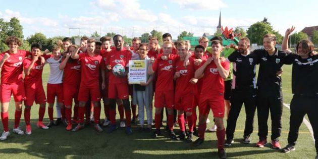 Das Meisterteam und ihre Trainer: Wormatia Worms U16. Foto: Felix Diehl