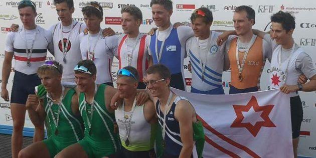 Patrick Hofmockel (2. von links, vordere Reihe) wurde Deutscher Meister der Ruderer U23 im Leichtgewichts-Männer Doppelvierer.