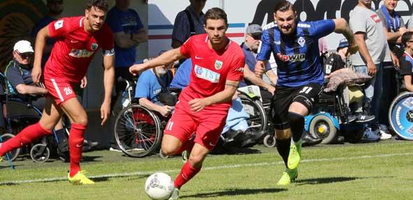 68 Pflichtspielen und 12 Tore für den VfR: Giuseppe Burgio (Mitte) verlässt die Wormaten und wechselt zum FC-Astoria Walldorf.