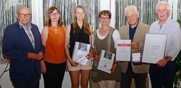 Ehrungen bei der TGW (von links): Herbert W. Hofmann (Ehrenvorsitzender), Christel Feierabend (Stellv. Vorsitzende), Jasmin Ihrcke (Badminton), Anke Gerntholz-Hugo (Hockey), Georg Blockus (Vorsitzender), Christian Bongibault (Schatzmeister).