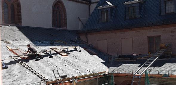 Neuer Schiefer für das Dach, neue Durchgänge, Böden, Fenster, und und und … Die Baustelle scheint kein Ende zu nehmen, doch die Museumsleitung bleibt zuversichtlich. Foto: Jasmin Brodda
