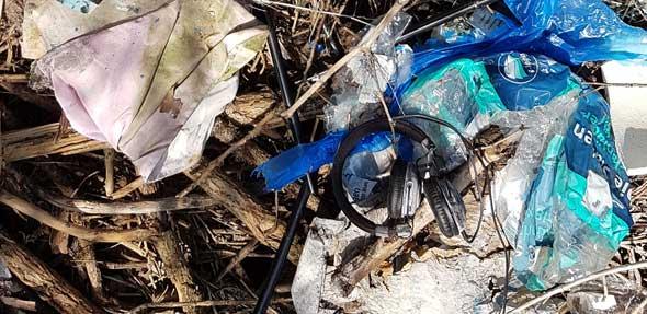 Unmengen an Müll fanden die Müllagenten in der Bechtheimer Gemarkung.