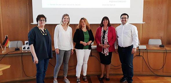 Das Referenten-Team mit (von links) Karin Ernst-Betocchi, Vivian Feller, Christiane Brandt, Sabine Müller und Maximilian Renner verdeutlichte den Unternehmensvertreterinnen und –vertretern, dass ein funktionierendes Betriebliches Gesundheitsmanagement zukunftssichernd ist.