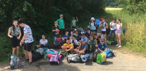 In Ramsen angekommen war es für die Schüler an der Zeit, den Campingplatz während eines zweistündigen Fußmarsches eigenständig zu finden.