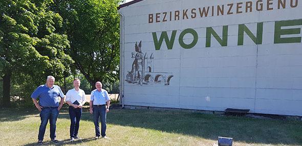 MdB Jan Metzler (Mitte) informiert sich beim BWG-Vorsitzenden Dr. Gerhard Schilling und bei BWG-Geschäftsführer Norbert Kießling (von links). Foto: BWG/Schilling