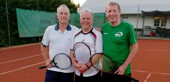 Große Freude über gelungene Vereinsmeisterschaft (von links): Klaus Enzenbach (2. Platz). Hansi Tiesler (1. Platz) und Horst Werner (3. Platz).