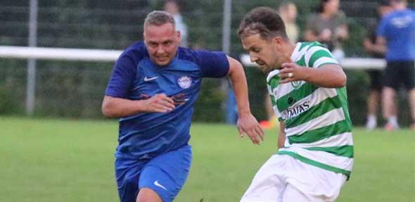 Knapp verfehlte Leon Giegerich den Führungstreffer für Celtic. Sein Schuss traf leider nicht ins Tor. Foto: Felix Diehl