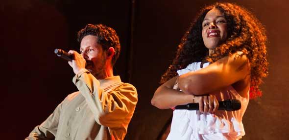"""""""Special Guest"""": Max Herre holt seine Frau Joy Denalane auf die Bühne. Foto: Ina Pohl"""