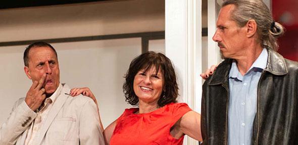 """Mit """"Schlüssel für zwei"""" von John Chapman und Dave Freeman hat Regisseur Peter Schmitt einen Volltreffer gelandet, derkurzweilige und heitere Unterhaltung garantiert."""