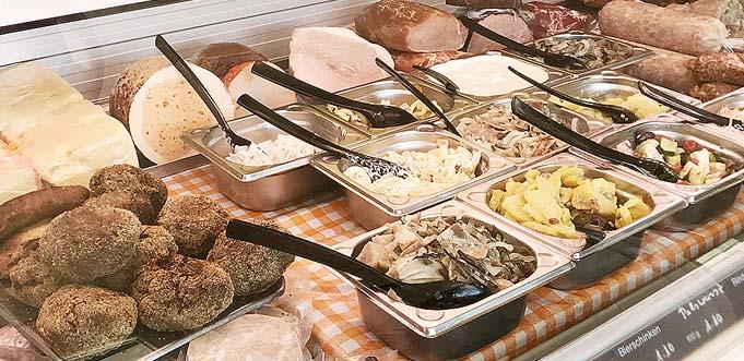 """Die Salate, Marinaden oder auch die berühmte """"Musik"""" für den Handkäse werden bei """"Ingrid's Metzgerei """" frisch und individuell hergestellt."""