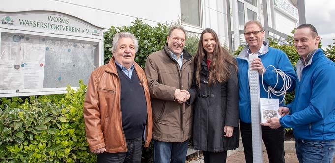 Von links: Gerd Brahm (stellv. Vorsitzender des WSV), Rudolf Schöpwinkel (Vorsitzender des WSV), Henriette Zimmer (EWR), Thomas Schalow und Patrick Blaufuß (beide H2Oenergie).