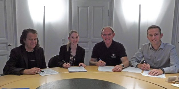 Thomas Vester vom Bereich Stadtentwicklung der Stadtverwaltung Worms, TVH-Schriftführerin Myriam Märker, Präsident Gernot Arnold und Schatzmeister Alexander Seiler (v.l.n.r.) freuen sich über die neue Partnerschaft, die nun 70 Jahre Bestand haben wird.