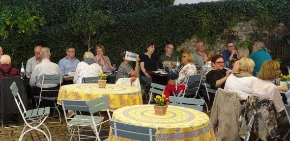 Die Weinverkostung von sechs Spitzenweinen mit einem anschließenden Abendessen ließ bei den Weinfreunden keine Wünsche mehr offen.