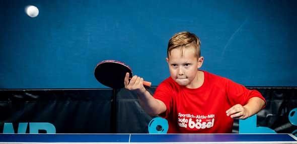Nico Malleker ließ es zum Saisonauftakt 2019/2020 der dritten Leiselheimer Jugend-Mannschaft in der Tischtennis-Kreisklasse Worms im Spiel beim 1. TTV Abenheim II ganz und gar nicht langsam angehen. Das elfjährige Tischtennis-Talent vom Trappenberg räumte maximale drei Einzel und das Doppel mit Levin Yildiz ab.