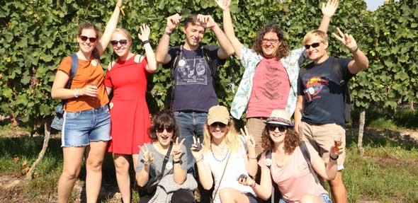 Gemeinsam mit Freunden die Osthofener Weinwanderung erleben – was gibt es Schöneres? Foto: Karolina Krüger