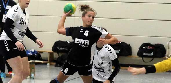 Auf die Kapitänin ist bei den Handball-Frauen der TG Osthofen so gut wie immer Verlass: Im Oberliga-Spiel gegen die FSG Arzheim / Moselweiß erzielte Mona Schmitt mit neun Treffern wieder einmal die mit Abstand meisten Tore für ihre TGO.  Foto: Felix Diehl