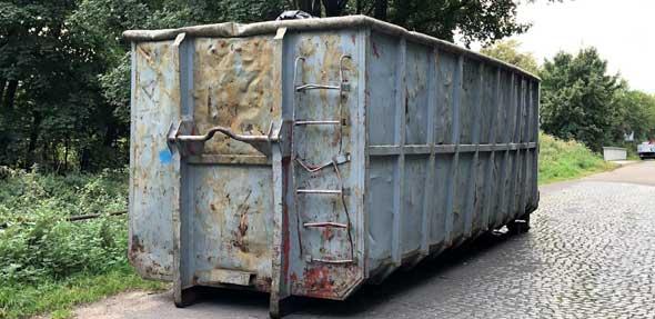 Der graue Container steht seit September in der Stauffenbergstraße.