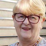 Ruth Schultheis aus Monsheim wird als langjährige Organistin geehrt.