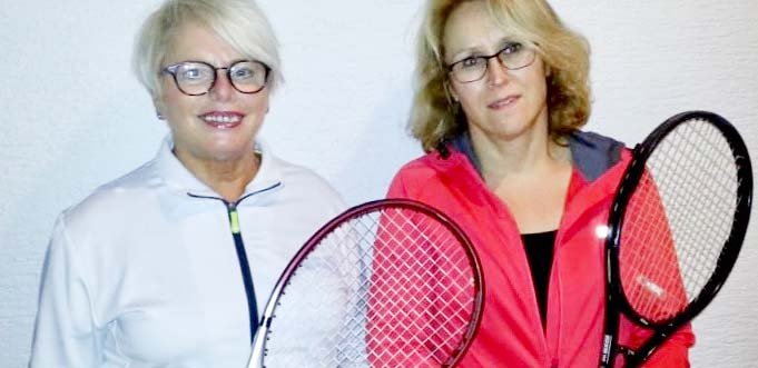 Die erfolgreichen Tennisspielerinnen Flora Rost und Iris Sticht.