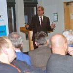 Haus & Grund Worms-Alzey hat im Osthofen 120 Gästen umfassend Hilfestellung gegeben zum Thema Nachbarrecht. Der Vorsitzende Hans-Joachim Lock referierte.