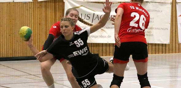 Warf die Frauen der TG Osthofen in letzter Sekunde in den Handball-Himmel: Rückraumspielerin Ann-Kathrin Hauck traf fast mit der Schlusssirene zum 25:24-Auswärtssieg der TG Osthofen beim TV Bodenheim.  Archivfoto: Felix Diehl