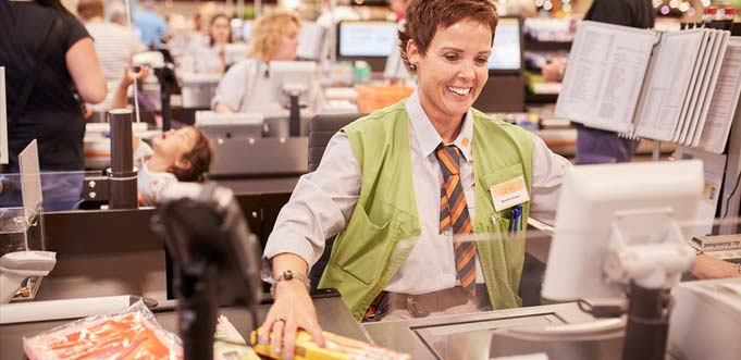 Globus-Kunden erhalten den Mehrwertsteuer-Rabatt direkt an der Kasse (das Foto entstand vor Corona). Foto: Globus SB-Warenhaus.