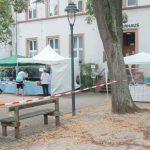 Mit Abstand an den Ständen, geleitet durch die Flatterbänder ging es für die Kunden in der Einbahnstraße über der Horchheimer Marktplatz.