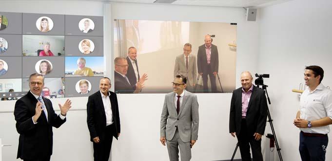Wie das Digitalisierungsprogramm an den Hochschulen umgesetzt wurde, erfuhr der Minister an der Hochschule Worms. Foto: Christopher Thiele