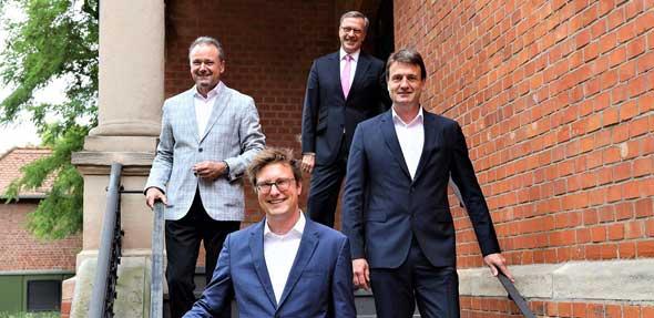 Am Tag der Berufung (von links).: Prof. Dr. Hans Rück, Prof. Dr. Matthias Viehmann, Prof. Dr. Jens Hermsdorf und Prof. Dr. Richard Klophaus. Foto: Christopher Thiele