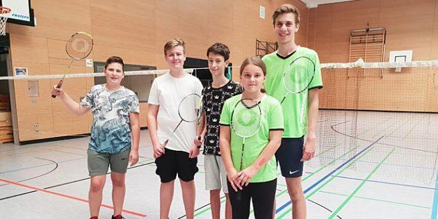 Dawid Jablonowski, Noel Braxmeier, Konrad Bertz, Trainer Joscha Wilms und Sarah Arnold (von links).