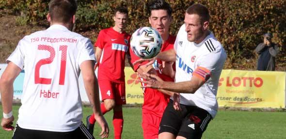 Beim wichtigen Heimspiel gegen den TuS Mechtersheim wird Kapitän Tobias Bräuner (rechts) wegen einer Muskelverletzung weiterhin ausfallen. Archivbild: Felix Diehl