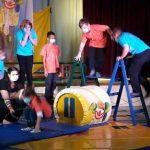 """Die Ferienkinder der Spiel- und Lernstube Nordend des Caritasverbands Worms e.V. hatten bei dem bunte Angebot des Zirkus """"Hallöchen"""" jede Menge Spaß."""