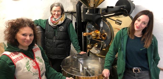 """Von links: Irina Stieler, Stephanie Gerber und Heike Mahler von der Kaffeerösterei """"Perro Negro"""" in Eich teilen die Leidenschaft für Kaffee."""