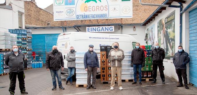 Eine echte Tradition: Auch in diesem Jahr spendet die Firma GEGROS Säfte, Limonade und Mineralwasser an die Wormser Tafel.