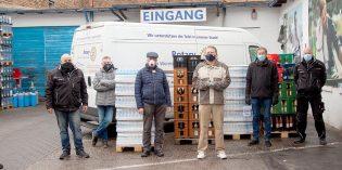 Eine echte Tradition: Auch in diesem Jahr spendet die Firma GEGROS Säfte, Limonade und Mineralwasser an die  Wormser Tafel. Fotos: Ina Pohl