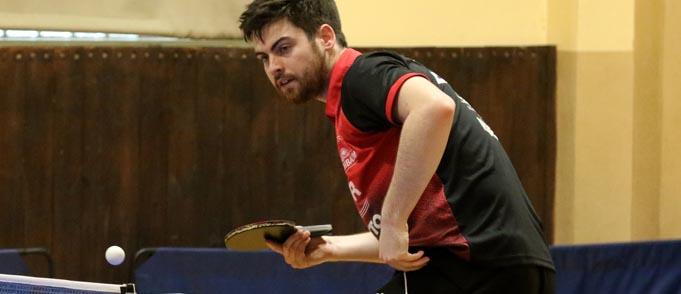 David McBeath ist zurück und freut sich nach der langen Tischtennis Abstinenz und gut überstandener Operation wieder zur Mannschaft zu gehören.