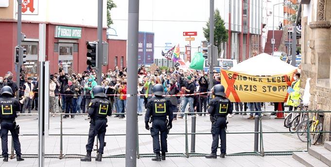 """Am 6. Juni verhinderte ein Großaufgebot der Polizei eventuelle Ausschreitungen. Damals waren zahlreiche Gegendemonstranten beim von Rechtsgerichteten proklamierten """"Tag der Deutschen Zukunft""""."""