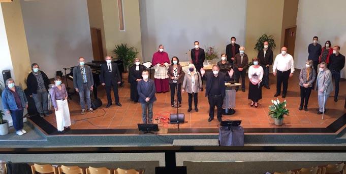 Einige TeilnehmerInnen des Pfingstgottesdienstes. Foto: Fuat Demir