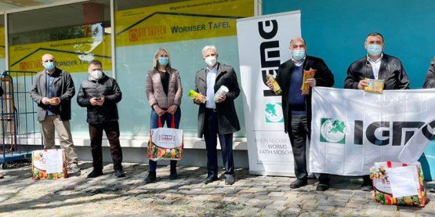 Tafel-Koordinatorin Elisabeth Steinmeyer freut sich sehr über die Unterstützung durch die IGMG Fatih Moschee Worms.