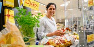 Mit ihrem Kasseneinsatz möchte Steffi Jones auf die Bedürfnisse und Probleme benachteiligter Kinder aufmerksam machen. Foto: Netto Marken-Discount